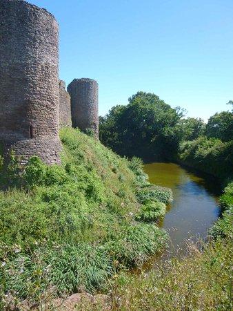 Abergavenny, UK: The moat at White Castle