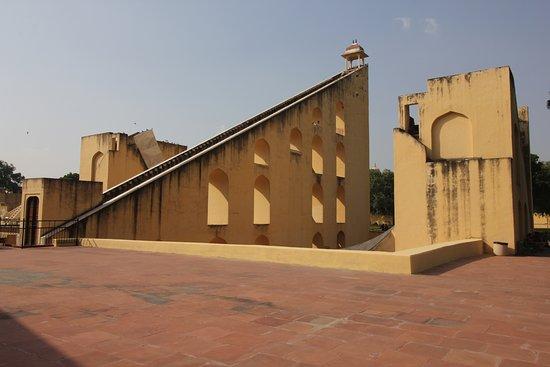 Jantar Mantar - Jaipur: side view