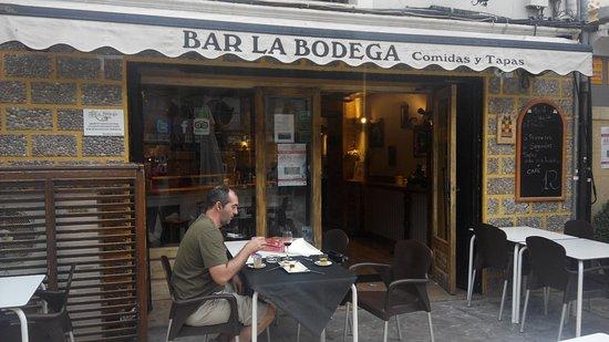 Caravaca de la Cruz, إسبانيا: en el mismo centro de Caravaca, alrededor todo lleno de tiendas,