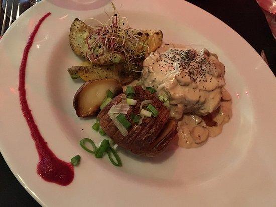 Le different : Succulent....... rien d'autre à dire  Crème brûlé au foie gras et sa mousse magret fumé et cœur
