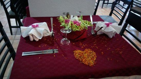 Hotel Cedriana: Notre table merci Mokhtar ...