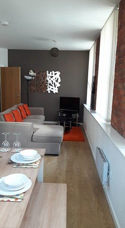 City Stop Manchester: open plan dining/lounge area