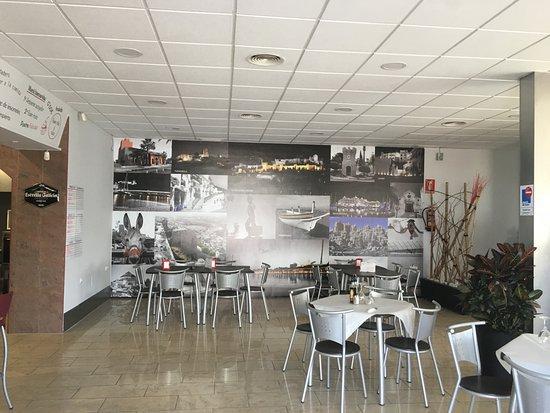 Alhaurín el Grande, Spagna: parte del interior del restaurante