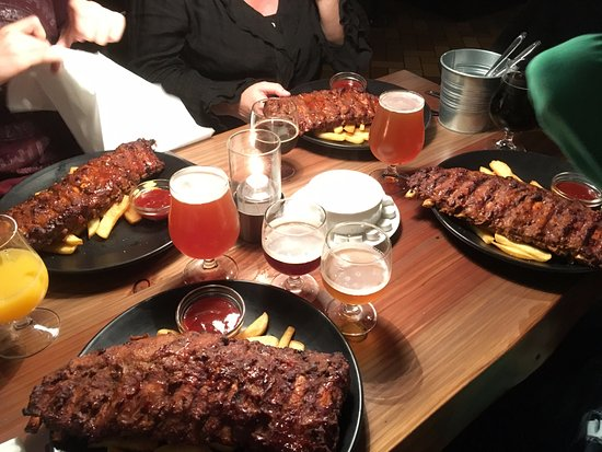 Svaneke, Danmark: Ribs, fries & drinks - TUCK IN!!