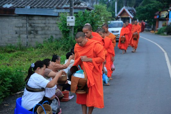 My Dream Boutique Resort: Monks collecting alms close to My Dream
