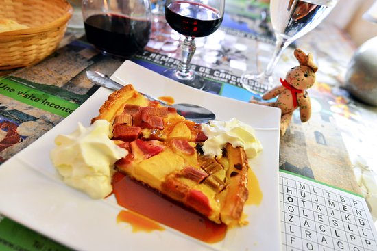 La Cotte de Mailles: Apple and Rhubarb Tart with Cream and Caramel Sauce
