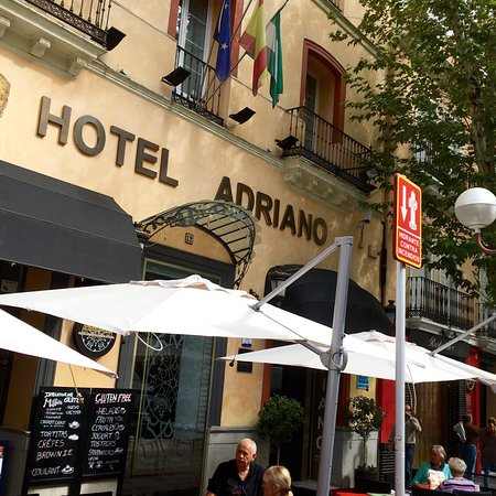 Hotel Adriano Sevilla : From the street