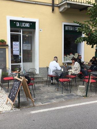 Laglio, Italia: Proprio davanti al lago....