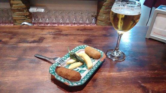 Provincia de Granada, España: Tapa de croquetas caseras de pollo