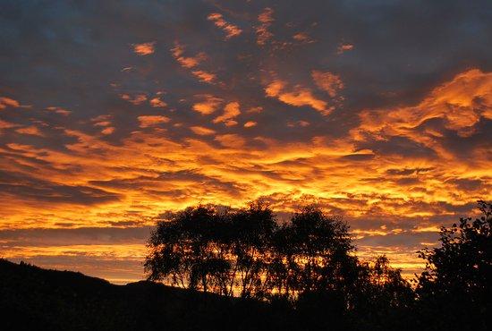 Achmony Lodges: Sunset on last evening from balcony