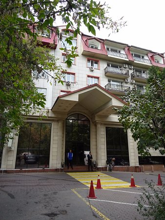 Kazzhol: Entrance of hotel