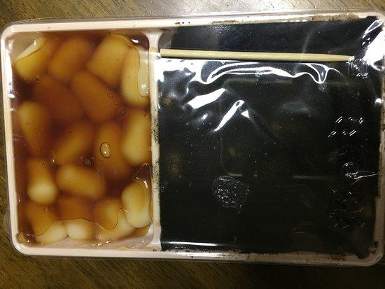 Nanae-cho, ญี่ปุ่น: ゴマは黒くて見えませんが団子が同じ様に詰まっています。