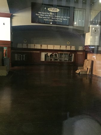 City Lobster & Steakhouse: Empty dining hall