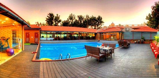 Pan Pacific Jal Mahal Resort & Spa