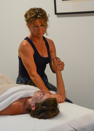Ojai, CA: Libby Zweig in a Deep Tissue Session