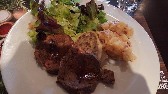 Saint Die des Vosges, Fransa: boeuf cuit croûte sel et son os