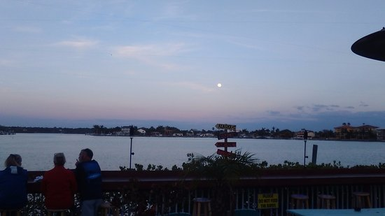 Redington Shores, FL: Moon rise at the Seabreeze