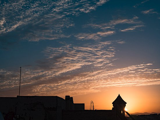Riad Dezayn: Sunrise over the Fes medina from the terrace