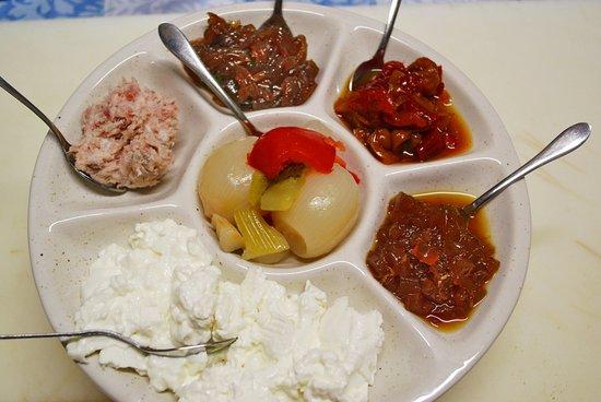 Agriturismo il Murello: Assaggi di marmellate in agrodolce, pesto e squasquerone