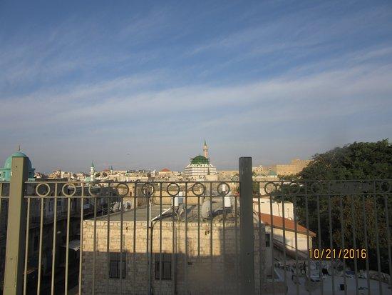 Akkotel: מראה נוף של עכו העתיקה מהגג הנעים של המלון