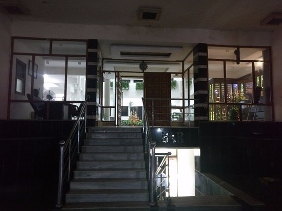 Hotel Jaiswal Tower: Bar In The Basement
