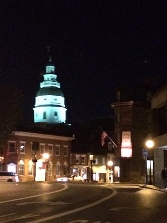 Annapolis, MD: View of the capitol building and the Maryland Inn - the starting place of the Twisted History to