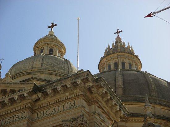 Xewkija, Malta: de imposante buitenkant