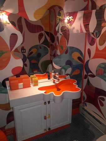 The Roxbury, Contemporary Catskill Lodging: Now !!! That's a Vanity