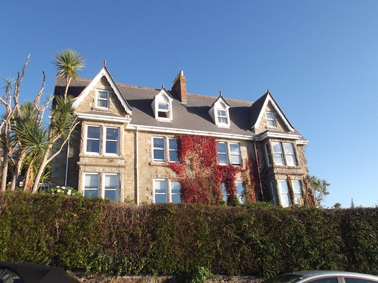 Hotel Penzance: Hotel from road (called Britons Hill)