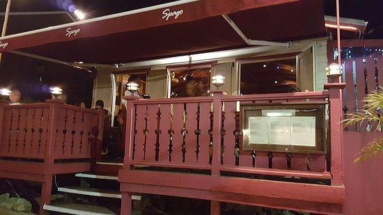 Holetown, Barbados: Здание ресторана с открытой террасой