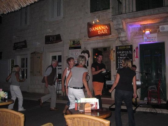 Podgora, Croazia: Dancing in Banana Bar