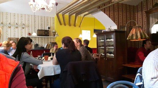 Urige Wohnzimmereinrichtung Picture Of Cafe Verne Bratislava