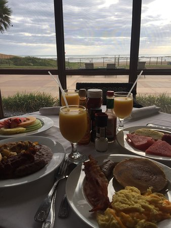 Beachside Bar & Grill: Love the breakfast buffet!