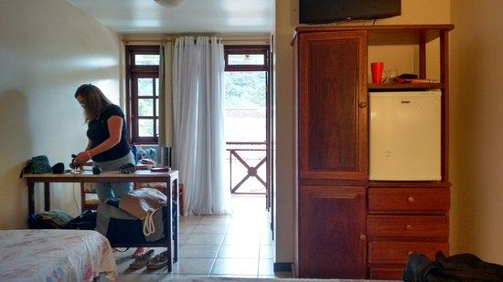 Quarto 12 c varanda, cama casal e solteiro, frigo, TV  ~ Quarto Casal Ilha Grande