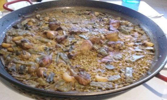 Artana, สเปน: Paella Valenciana con caracoles de ensueño