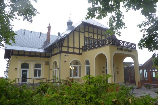Jesenik, Tjekkiet: Outside view of this traditional villa with cafe-restaurant