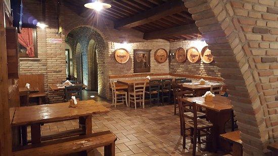 Bastia Umbra, Italië: 20161021_194626_large.jpg