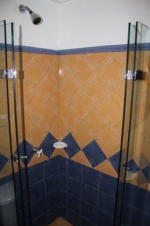 Hotel 3 Banderas: TIGHT SHOWER