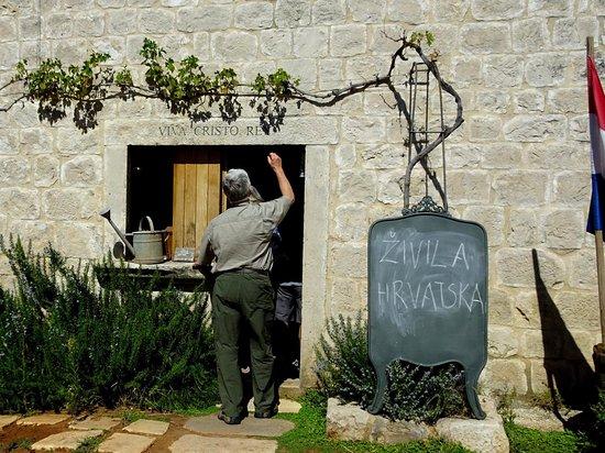 Skrip, Croacia: Entrance