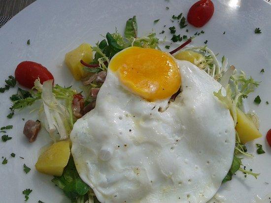 Roquebrune-sur-Argens, Frankrike: salade Lyonaise heerlijk!