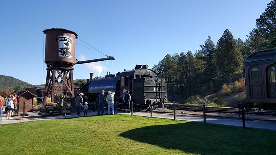 Hill City, Dakota do Sul: adding water to the steam engine