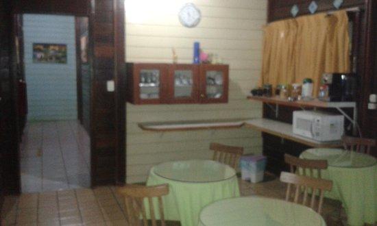 Pousada do Romildo: Local do café da manhã. Tbm é servido um cafézinho simples às 18h00.