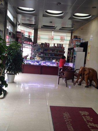Jun An Hotel: shop on the ground floor
