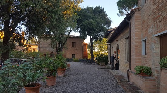 Buonconvento, İtalya: Lovely grounds and buildings!
