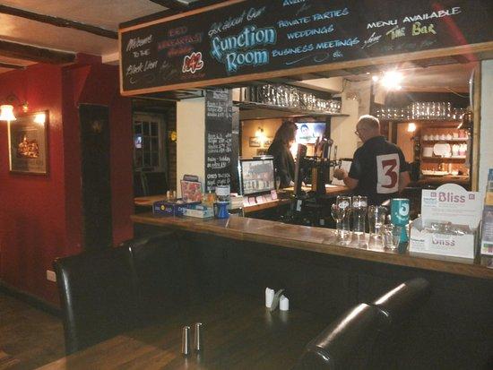 Halland, UK: бар