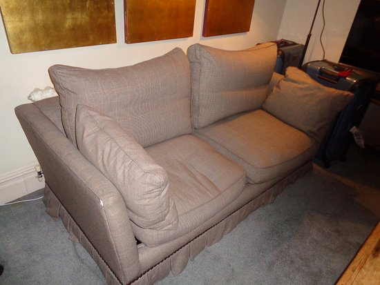 The Pelham Hotel: Beat up, worn out couch with holes