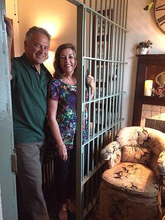 Sierra Madre, Калифорния: In jail...