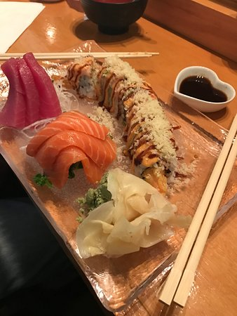 Swiftwater, PA: Sashimi and Holiday Roll