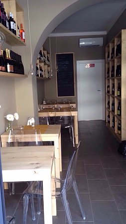Фиглине-Вальдарно, Италия: giusto giusto un bar