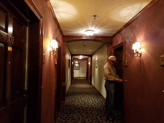 Williamstown, MA: Hallway to the rooms